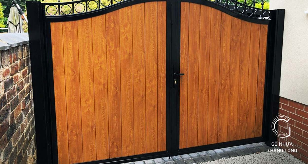 Giới thiệu cổng gỗ ngoài trời